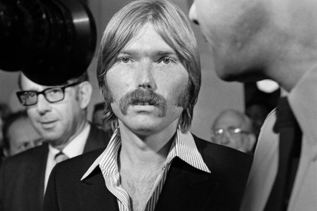 O produtor Terry Melcher durante uma das audiências do assassinato de Sharon Tate.