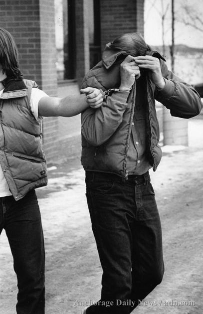 Serial Killers - O Cacador de Humanos - Robert Hansen - Deixando o tribunal em 1983