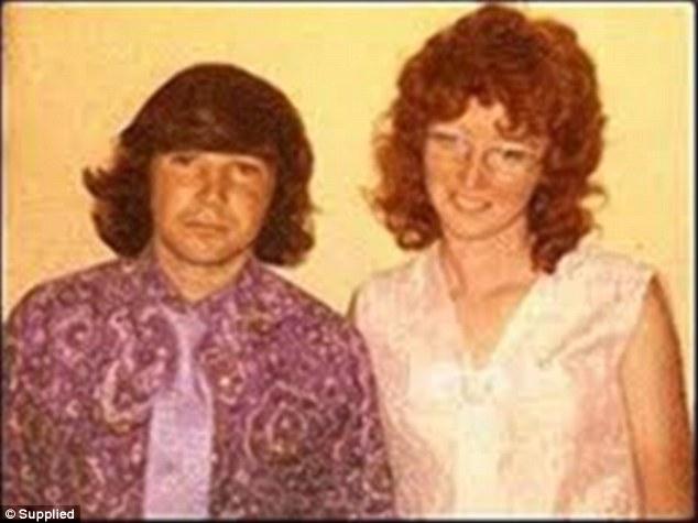 """David Kellet e Katherine Knight fotografados no dia do casamento do casal. """"É melhor tomar cuidado ou ela irá te matar"""", advertiu a mãe de Knight ao genro. A senhora estava certa. Na noite de núpcias ela tentou matar o marido."""