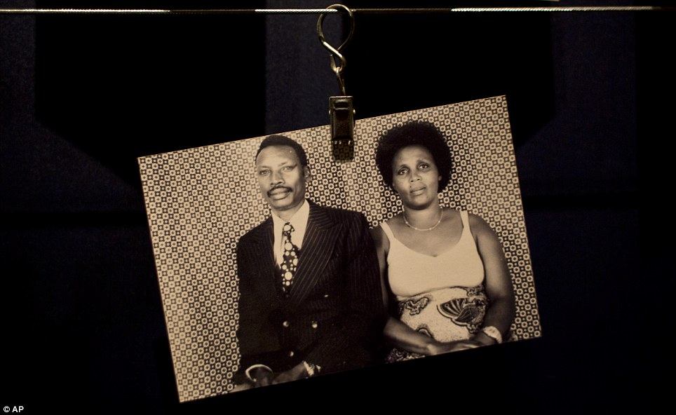 Horror - 20 Anos do Genocídio em Ruanda - Casal morto