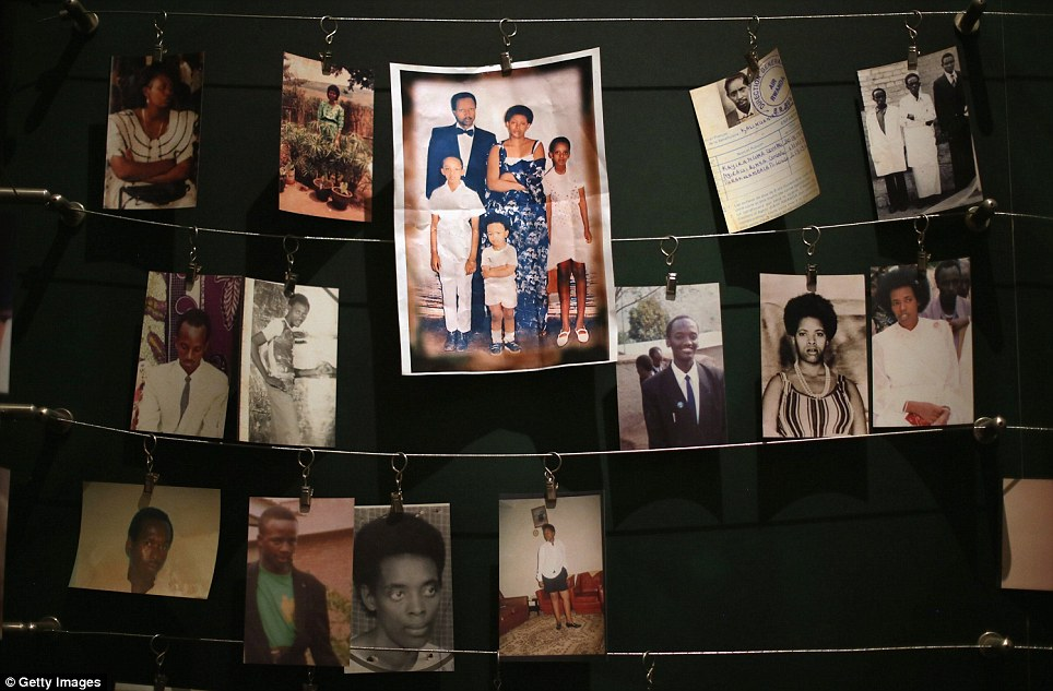 Horror - 20 Anos do Genocídio em Ruanda - Fotos de mortos