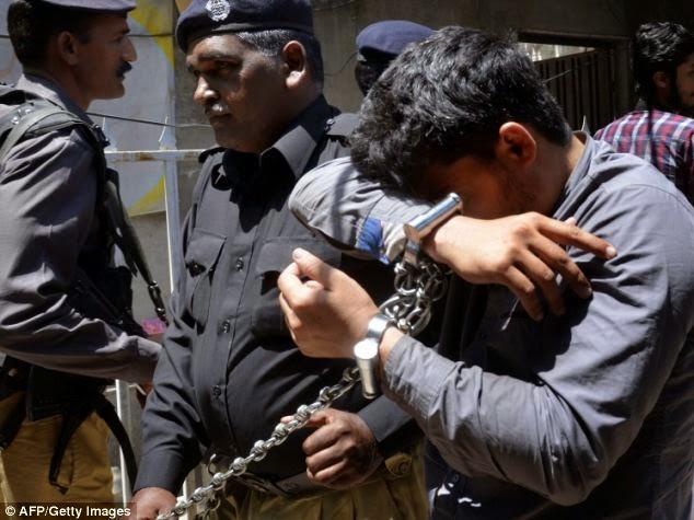 Serial Killers - Muhammad Ejaz, o matador de homossexuais - Saindo do tribunal II