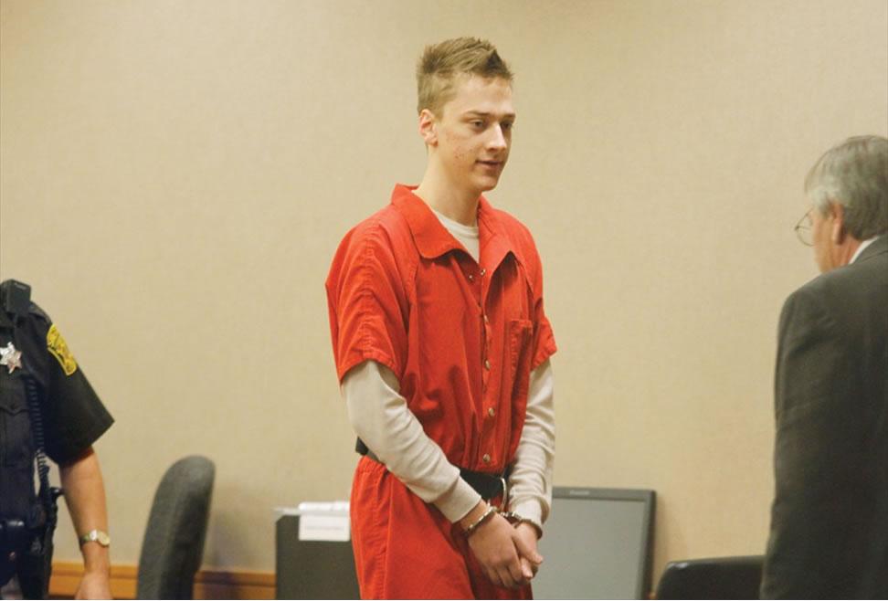Na foto: Daniel Bartelt durante audiência preliminar. O assassino declarou-se inocente das acusações por motivos de doença mental. Créditos: GM Today.