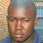 África do Sul: serial killer de universitárias aparece em tribunal