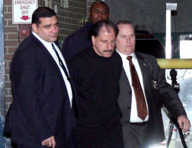 Na foto: O serial killer Salvatore Perrone sendo escoltado ao sair da delegacia. Data: 21 de Novembro de 2012. Créditos: VosIzNeias.com