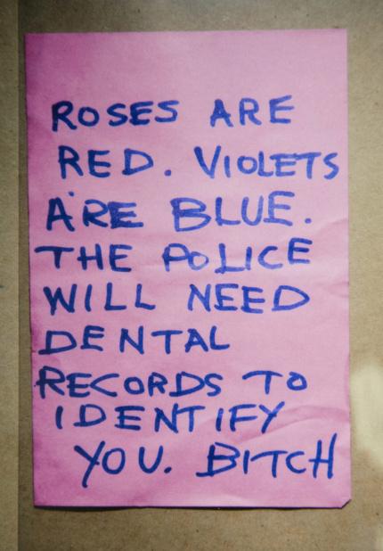 Na foto: O bilhete escrito por Luka Magnotta e apresentado ontem, 30 de Setembro, durante o seu julgamento. Créditos: THE CANADIAN PRESS/HO.
