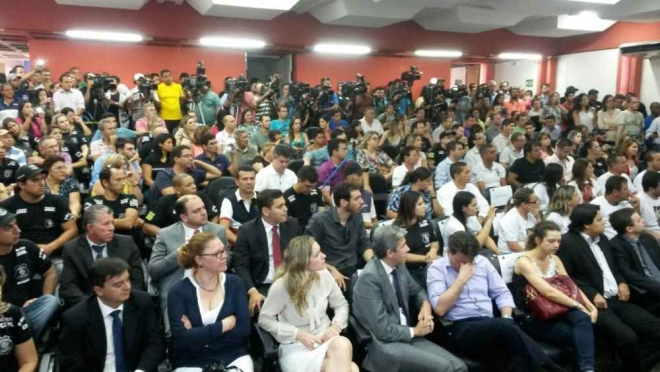 Na foto: Coletiva de imprensa ficou lotada na apresentação do serial killer. Créditos: Jornal O Popular.