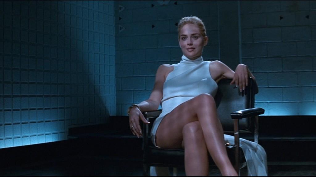 Na foto: Uma das mais famosas cenas da história do cinema: a cruzada de pernas sem calcinha da psicopata Catherine Trammel, personagem de  Sharon Stone, em Instinto Selvagem. Filme inspirou o assassino Luka Magnotta. Reprodução Internet.