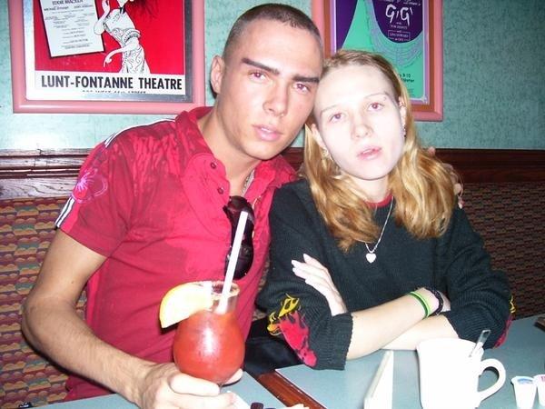 Na foto: Luka Magnotta e sua irmã Melissa Newman. Reprodução Internet.