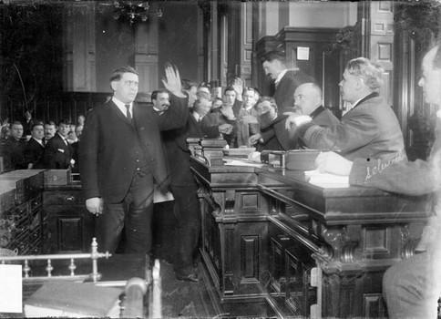 Na foto: Adolph Luetgert durante seu julgamento em 1898. Créditos: Alchemy of Bones website