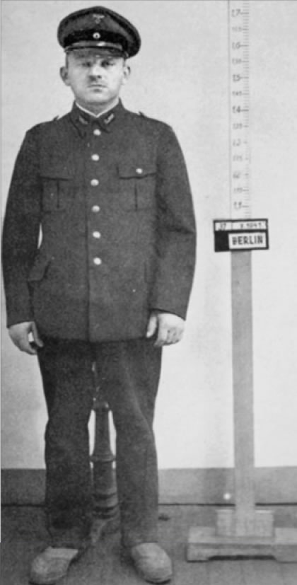 Na foto: Paul Ogorzow vestindo seu uniforme de ferrovia. Créditos: A Serial Killer in Nazi Berlin.