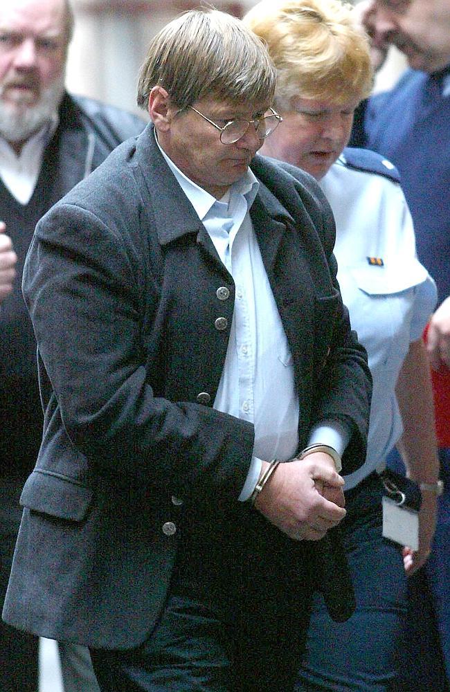 Na foto: Peter Dupas chega à Suprema Corte em Julho de 2004. Créditos: Herald Sun.
