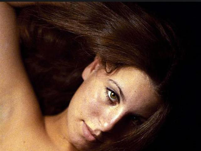 Na foto: Mulher desconhecida fotografada pelo serial killer Rodney Alcala. Créditos: Huntington Beach Police Department.