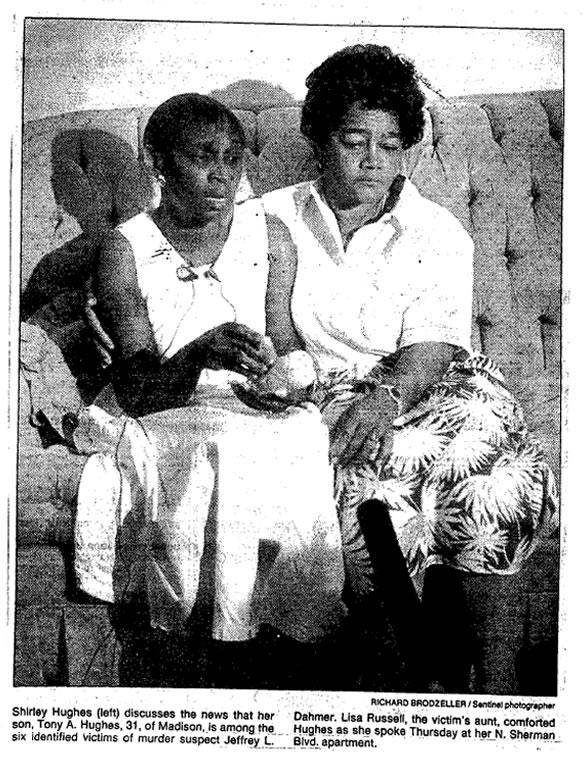 Na foto: Foto de época mostra Shirley Hughes, mãe de Anthony Hughes, uma das vítimas de Jeffrey Dahmer. Créditos: FBI Vault.