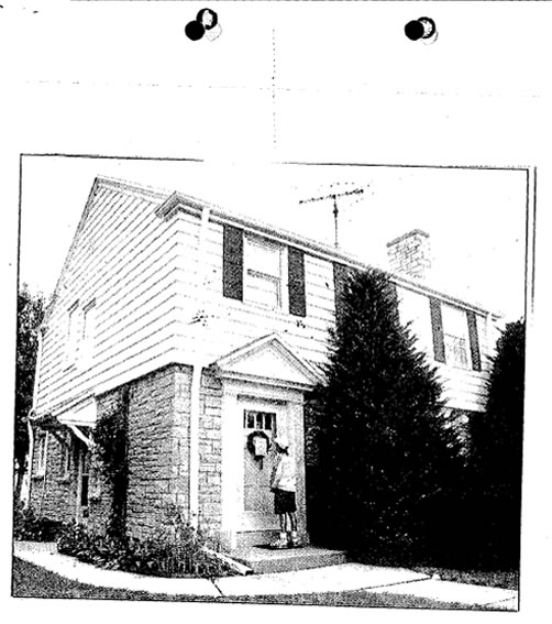 Na foto: A casa da avó de Jeffrey Dahmer em West Allis, Milwaukee. Créditos: FBI Vault.