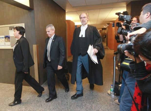 Na foto: O promotor Louis Bouthillier saindo do tribunal em Montreal. Créditos: Ottawa Citizen.