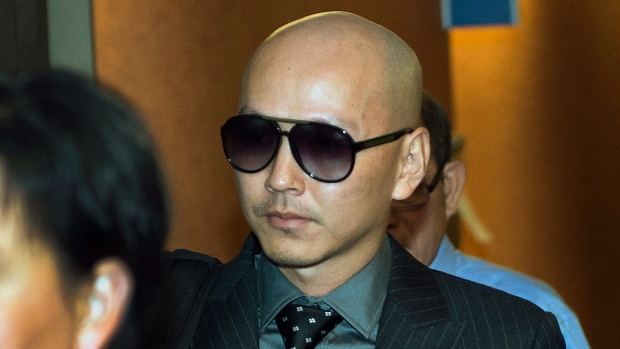 Na foto: Ling Feng, ex-namorado da vítima, Jun Lin, deixa o tribunal após testemunhar. Créditos: CBC.