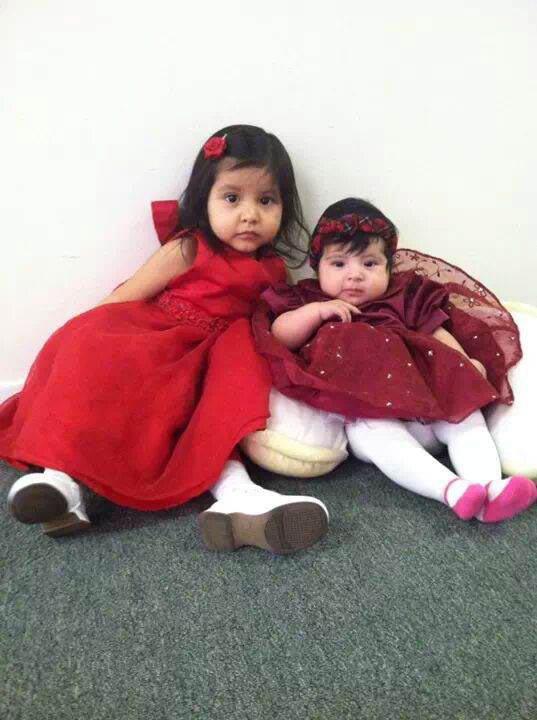 Na foto: Danielle, 3, e Yoselin, 1, mortas pelo próprio pai em 18 de Janeiro de 2014.