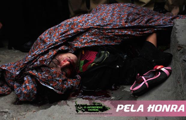 O corpo sem vida da paquistanesa Farzana Parveen. Foto: Asssociated France Presse.