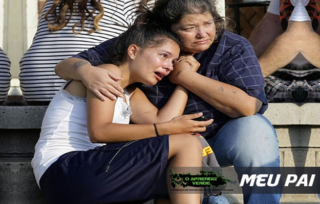 Lisa Kepler chora após ver seu namorado ser assassinado em sua frente. Foto: Tulsa World, Michael Wyke/AP.