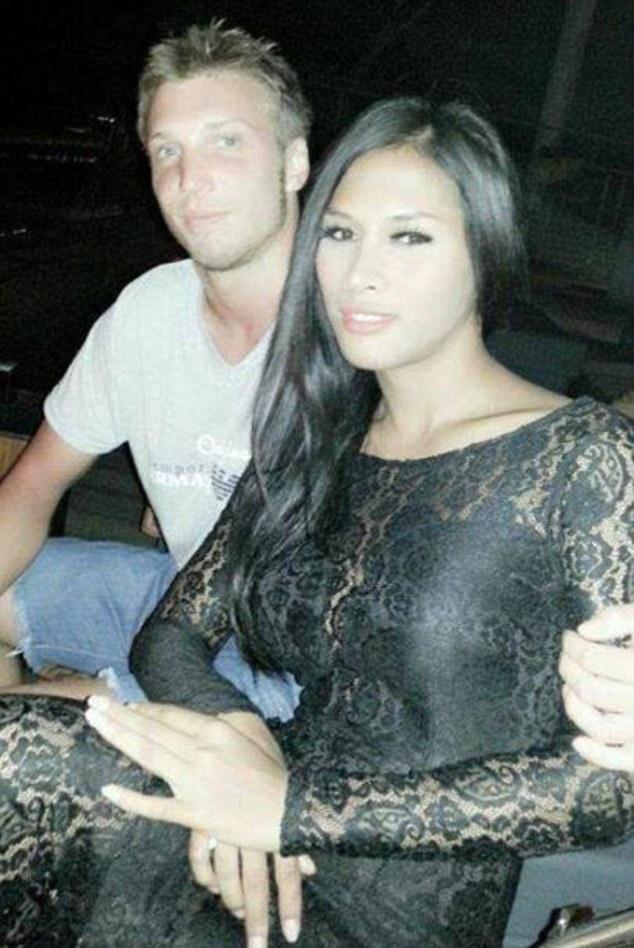 Na foto: Marcus Volke e Mayang Prasetyo, em foto publicada no Facebook.