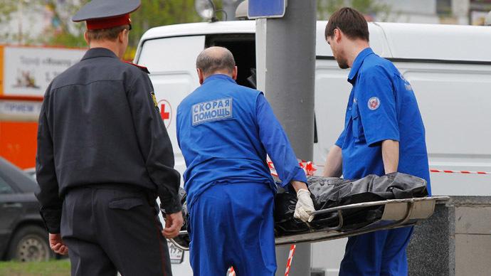 Corpo de vítima é retirado do local do crime. Foto: Lifenews.