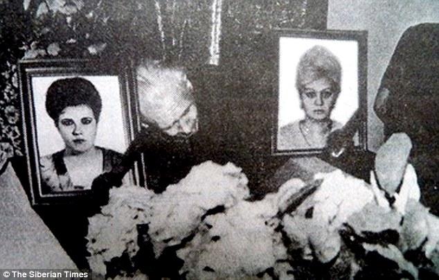 O funeral das amigas Marina Lyzhina, 35, e Lilya Pashkovskaya, 37, que foram pegas por Popkov em seu carro de polícia quando voltavam de uma noitada. Foto: The Siberian Times.