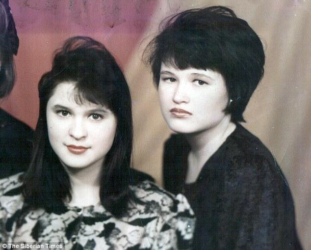Yulia Kuprikova (à esquerda) eTanya Martynova: os corpos das duas amigas foram encontrados por um pastor de ovelhas no subúrbio de Angasrk.