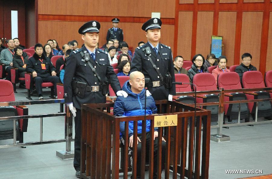 O serial killer Zhao Zhihong durante o seu julgamento pelo crime cometido em 1996. Foto: Xinhua.