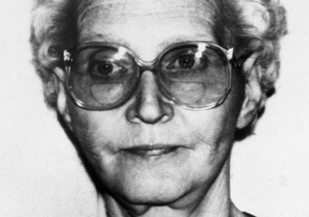Dorothea Montalvo Puente, condenada por assassinar seus inquilinos idosos e enterrá-los em seu quintal, está entre as 64 serial killers registradas na história dos Estados Unidos.