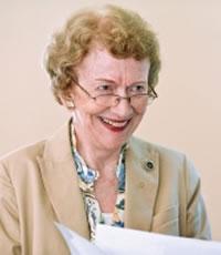 Lenda da psiquiatria forense, a Dra. Ann Wolbert Burgess publicou inúmeros trabalhos em conjunto com os caçadores de mentes do FBI Robert Ressler, John Douglas e Roy Hazelwood. Foto: Reprodução Internet.