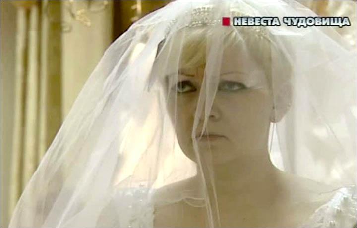 """Em Fevereiro de 2014, o site The Siberian Times publicou uma matéria sobre Natalya, admiradora do serial killer russo Alexander Pichushkin. Como muitas admiradoras desses psicopatas, Natalya teve um casamento desastroso, separou e caiu na bebida. Foi """"salva"""" quando viu o Maníaco de Bitsa na TV. """"Foi amor a primeira vista. Ele se tornou meu raio do por do sol"""", disse ela em uma entrevista para a rede russa NTV. Desde 2007 ela troca cartas com o serial killer e o chama de """"meu marido"""". Foto: NTV"""