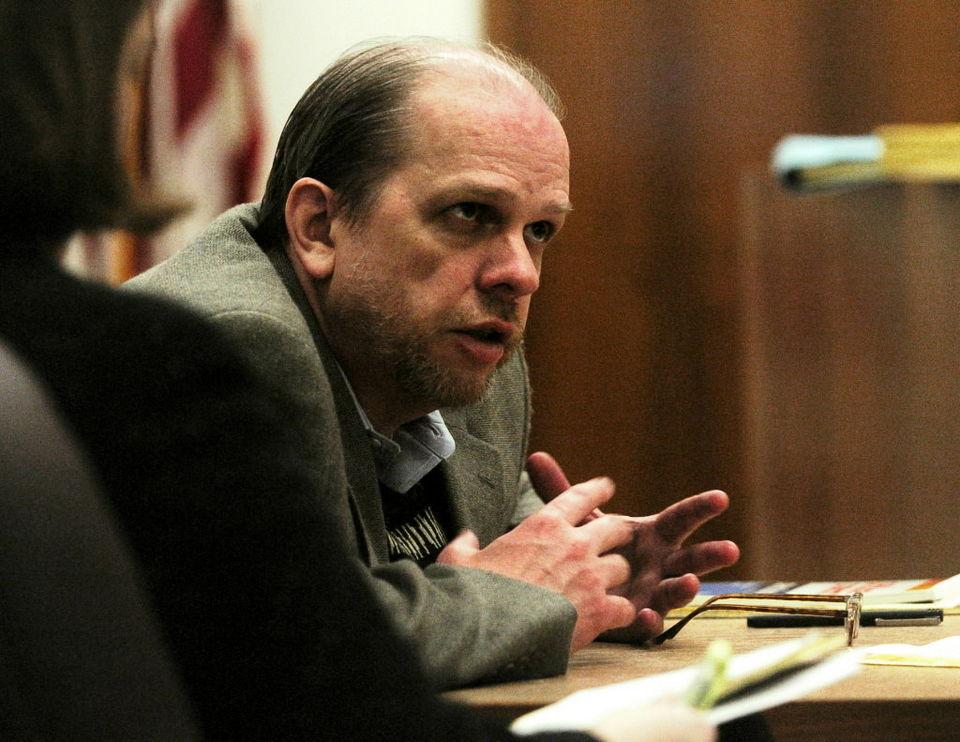O serial killer Dayton Leroy Rogers durante seu terceiro julgamento em 2006. Foto: Oregon Live.