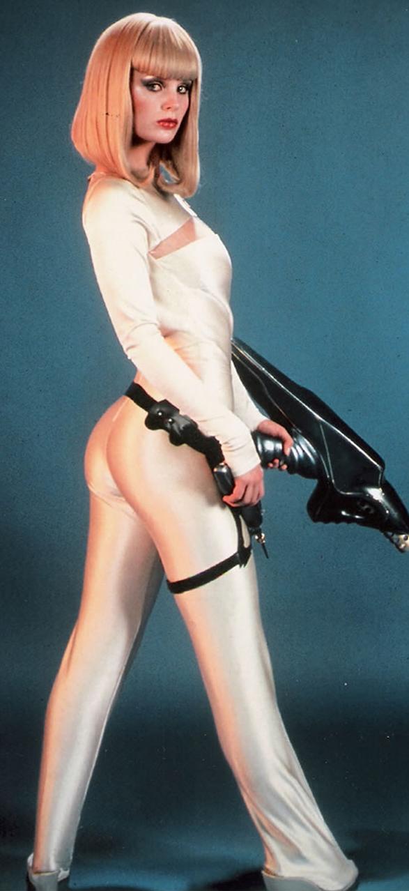 """Dorothy Stratten como uma sexy robô no filme """"Galaxina""""."""