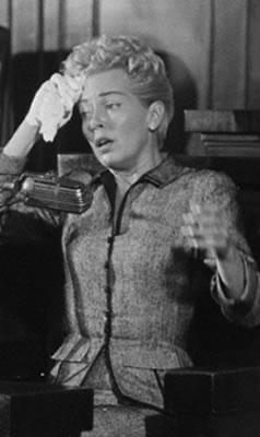 A atriz Lana Turner à beira de um colapso nervoso durante audiência judicial. © Bettmann/CORBIS.