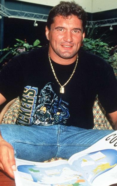 O capitão da seleção francesa de rugby Marc Cécillon e m 1996. Purepeople.