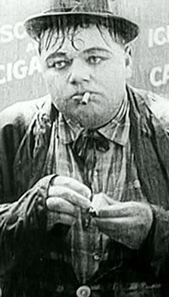 """O comediante Roscoe """"Fatty"""" Arbuckle, em cena de """"Good Night, Nurse"""". Reprodução Internet."""