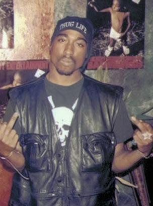 O rapper Tupac Shakur. Reprodução Internet.