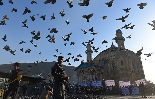 Linchamento ocorreu no templo Shah-e Du Shamshira, mostrado na foto uma semana depois do crime. Foto: Getty Images.