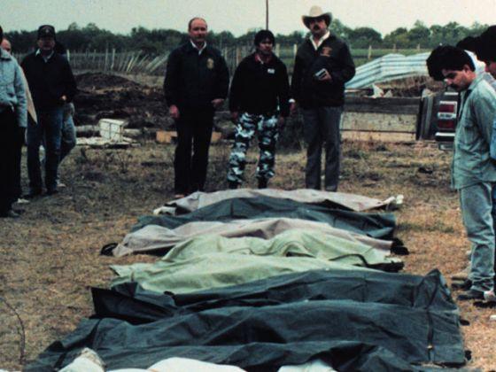 Corpos desenterrados do Rancho Santa Elena. Foto: Reprodução Internet.