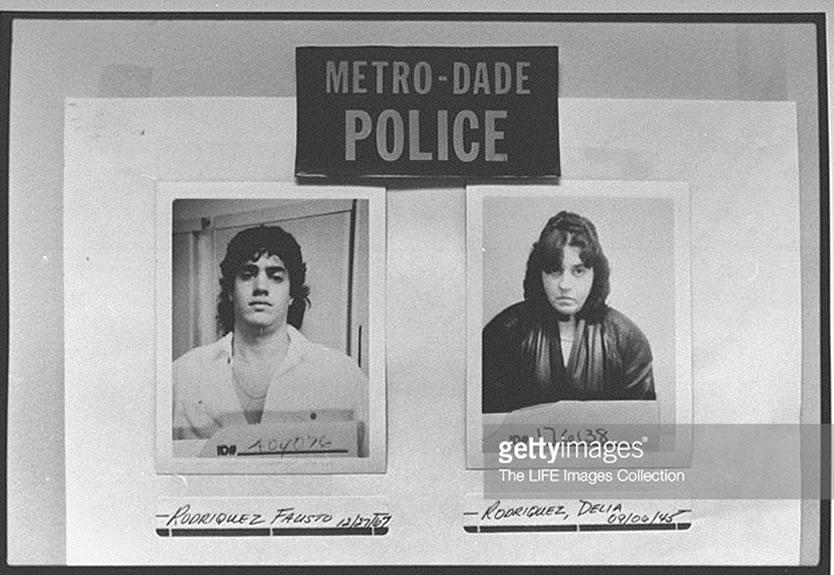 Cópia de registro policial de Fausto Rodriguez e Delia Aurora, irmão e mãe de Adolfo Constanzo. A família costumava dar sobrenomes falsos para enganar autoridades. Foto: Getty Images.