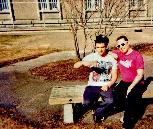 Luka Magnotta e Jonathan Lafrance-Rivard durante banho de sol.
