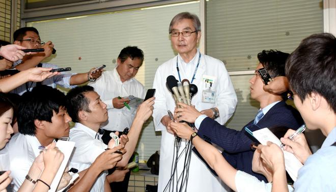 Yoichi Takahashi, diretor do Hospital Oguchi, responde a perguntas de repórteres em 27 de setembro. Foto: Takeshi Sakurai.