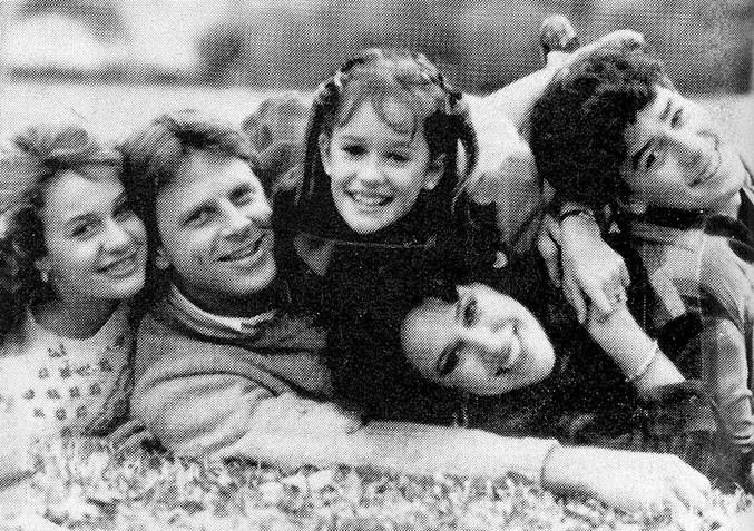 Alan, Sandra, e os filhos dela. Eles foram humilhados pelos rumores.