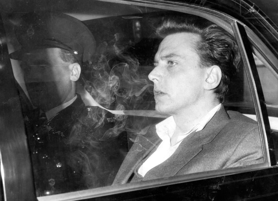 Ian Brady saindo do tribunal após ser condenado a perpétua.