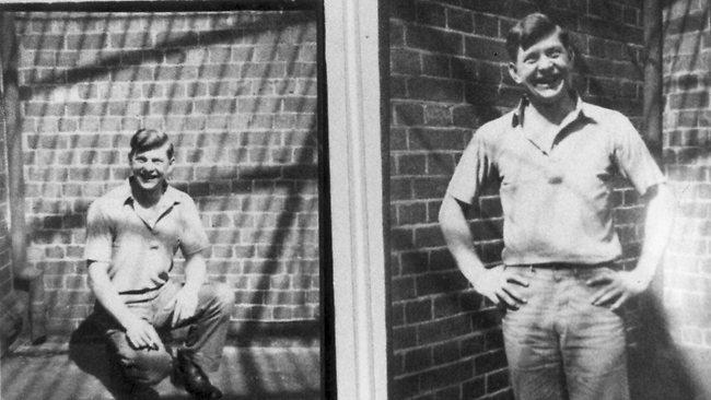 O serial killer Edward Joseph Leonski fotografado em sua cela de prisão sorri para a câmera apenas dias antes de ser executado. Foto: HWT Library.