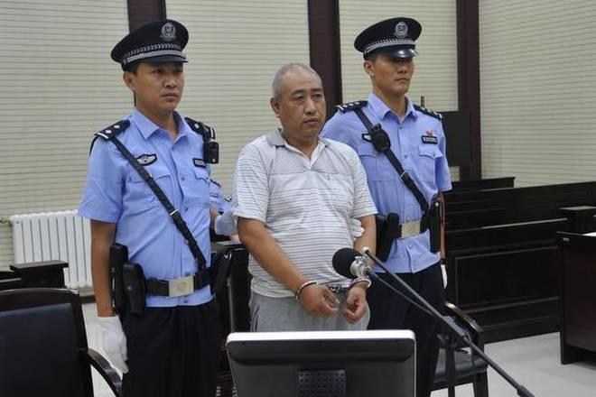 O serial killer Gao Chengyong durante audiência judicial em julho de 2017. Foto: Reuters.