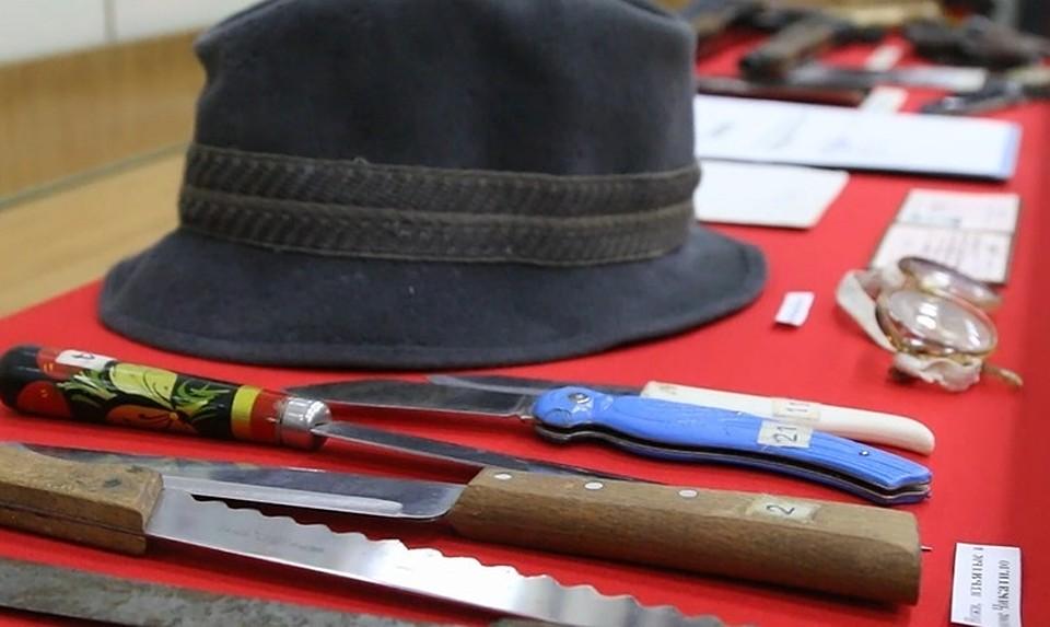Os pertences de um dos mais sádicos serial killers a pisar na terra: Andrei Chikatilo.
