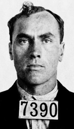 """O detento 7390, Carl Panzram preso como """"Jefferson Baldwin"""" em 1915."""