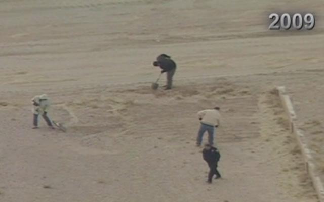 Imagem aérea da escavação em 2009 que encontrou os restos mortais de 11 mulheres no deserto de West Mesa. Foto: CBS.